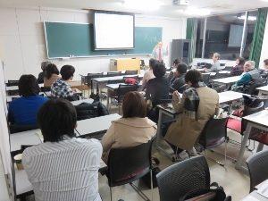 松浦秀人さんのお話を聴くみなさん(2015年11月27日)